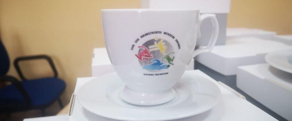 Kolejna dostawa ćmielowskiej porcelany do naszej szkoły