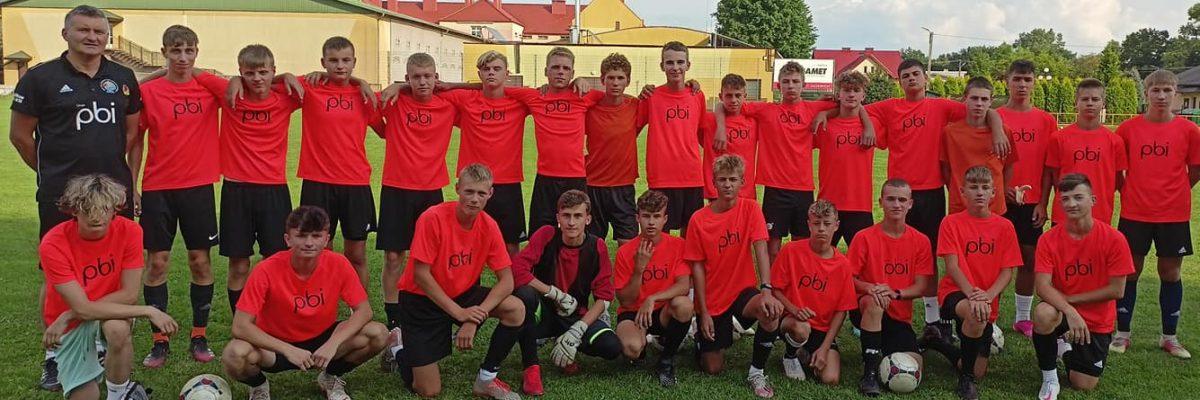 Uczniowie Liceum ZSOMS w Ostrowcu Św. z roczników 2005 i 2006 w barwach Akademii KP KSZO 1929